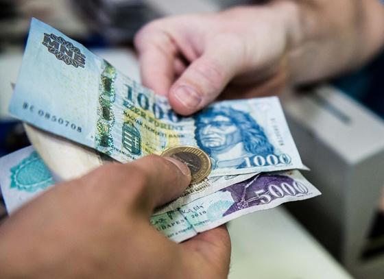 Másfél millióért segítenek a korrupt NAV-os haverok – hazudta egy férfi volt üzlettársainak