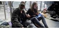 Minek filmezik a hajléktalanokat, hogy mindenki lássa?!
