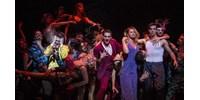 Színes, szélesvásznú amerikai álom A nagy Gatsby a Vígszínházban