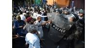 Pakisztán tüntet az istenkáromlás alól felmentett nő ellen