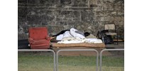 Megjelentek a hajléktalanszállókon a munkájukat és lakhatásukat elveszített tömegek