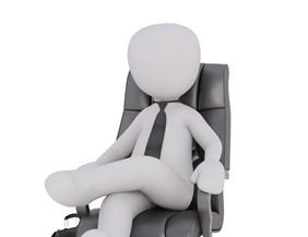 Ügyvezetők megbízással vagy munkaviszonyban: mutatjuk, mennyi járulékot fizetnek