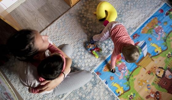 Ingyen lakást matekozhatnak ki a három gyereket vállaló fiatal házasok