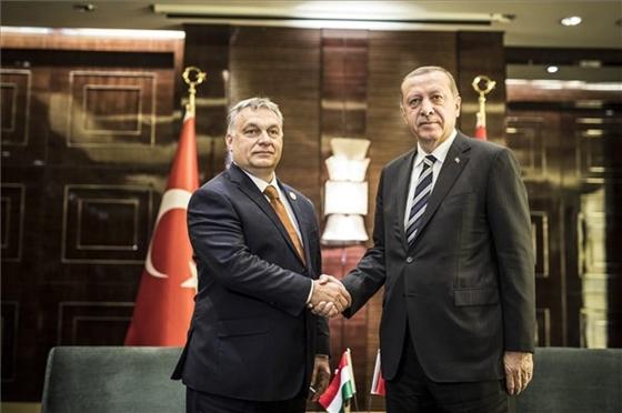 Friss hírek: Erdogant újraválasztották pártelnöknek a török kormánypárt kongresszusán.