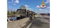 Felgyújtott a sofőrje egy gyerekekkel teli iskolabuszt Milánónál