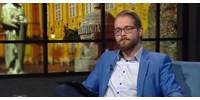 A tévészékháznál tüntetett a Momentum a melegeket gyógyító műsor miatt