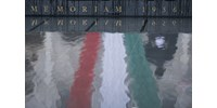 Piros-fehér-zöld szalagok miatt bírságolták meg a székelyudvarhelyi polgármesteri hivatalt